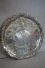 Assiette en argent. Travail turque, XVIIIe siècle. Diam.: 29 cm Poids : 400