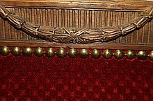 Banquette en bois naturel, garniture de velours rouge. Style Louis XVI. Lon