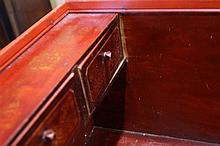 INDONESIE (Sumatra) Coffre en bois laqué dit coffre Palembang, à décor de s
