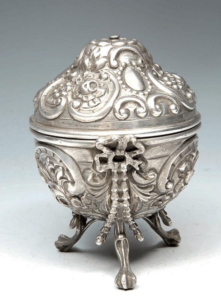 A VICTORIAN SILVER STRING BOX with chasten and