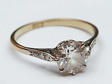 18ct gold ring with solitaire diamond setting, approximatel