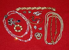 Collection of miscellaneous costume jewellery including bea