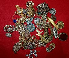 Collection of miscellaneous costume jewellery including bro