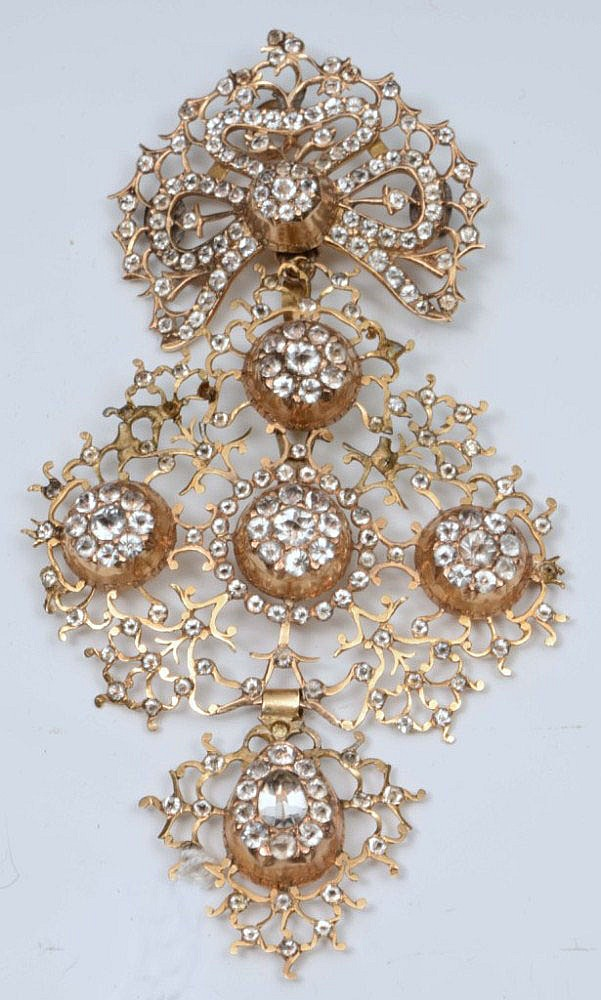 AN 18CT CONTINENTAL DIAMOND CROSS JEANNETTE