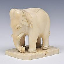 AN INDIAN IVORY CARVED ELEPHANT, 6cm