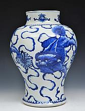A CHINESE BLUE AND WHITE BALUSTER PORCELAIN JAR, temple dragons and ribbons, Kangxi (1662-1722), 35c