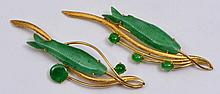 A PAIR OF 18K GOLD BAR BROOCHES set with carved jade fish and further green stone decoration, 7cm
