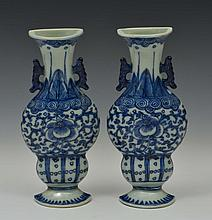 A PAIR OF CHINESE BLUE AND WHITE PORCELAIN