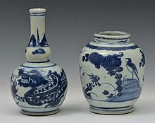 A CHINESE BLUE AND WHITE PORCELAIN DOUBLE GOURD