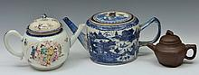 A CHINESE MANDARIN PORCELAIN OVOID TEAPOT and