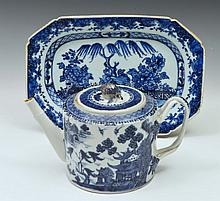 A CHINESE EXPORT PORCELAIN CYLINDRICAL TEAPOT and