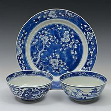 A PAIR OF CHINESE BLUE AND WHITE PORCELAIN BOWLS