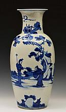A CHINESE BLUE AND WHITE PORCELAIN BALUSTER VASE,
