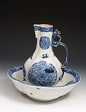 A Chinese porcelain export jug and basin  Qianlong, underglaze pan