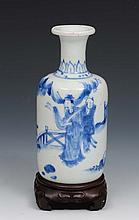 A Chinese blue and white porcelain small rouleau v