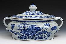 A Chinese blue and white porcelain soup tureen and