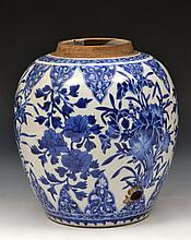 A Chinese blue and white porcelain jar Kangxi (166