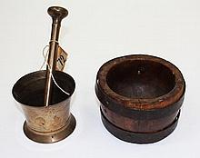 AN ANTIQUE BRONZE PESTLE AND MORTAR, 9cm diameter