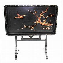 A FOLDING BLACK LACQUERED CHINOISERIE DECORATED G
