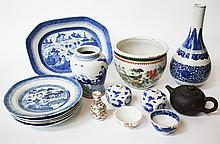 A COLLECTION OF CHINESE EXPORT BLUE AND WHITE POR