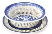 A BLUE AND WHITE PORCELAIN HOLLOW CUT TRAY SET - QING DYNASTY