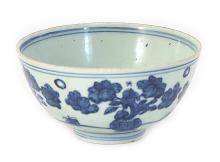 A BLUE AND WHITE FLORAL PORCELAIN BOWL - MING DYNASTY