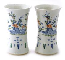 A BLUE AND WHITE PORCELAIN WITH FLORAL DECORATED VASE