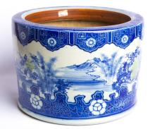 EARLY 20TH CENTURY BLUE & WHITE CERAMIC PLANTER