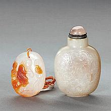 A WHITE JADE DRAGON SNUFF BOTTLE AND A FINELY CARVED AGATE PLAQUE