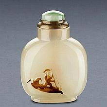 A FINELY CARVED AGATE SNUFF BOTTLE