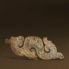 A CHINESE WHITE JADE DRAGON-SHAPED PENDANT