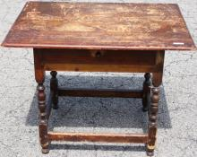 EARLY 18TH C AMERICAN TAVERN TABLE, PINE AND