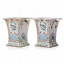 Pair of vases 'dragons' in Chinese porcelain