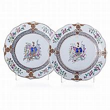 Pair of plates with 'Dutch coat of arms' in Chinese porcelain