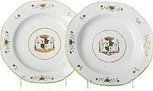 Pair of plates with coat of arms in Chinese porcelain, Qianlong