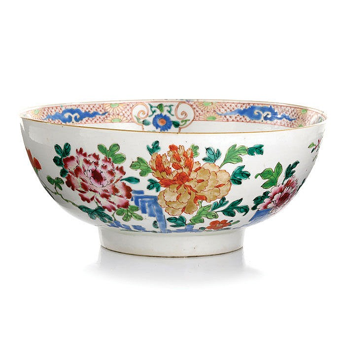 Punch bowl in Chinese porcelain Famille Rose