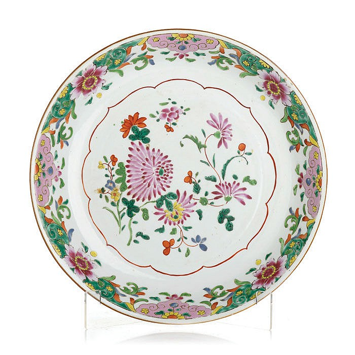 Large plate in Chinese porcelain, Famille Rose