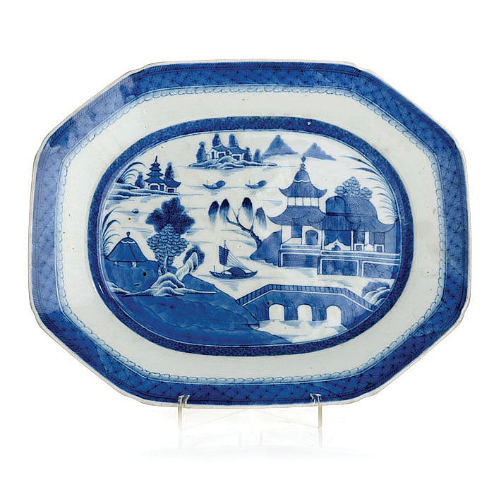 Platter octagonal in Chinese porcelain, Guangzhou
