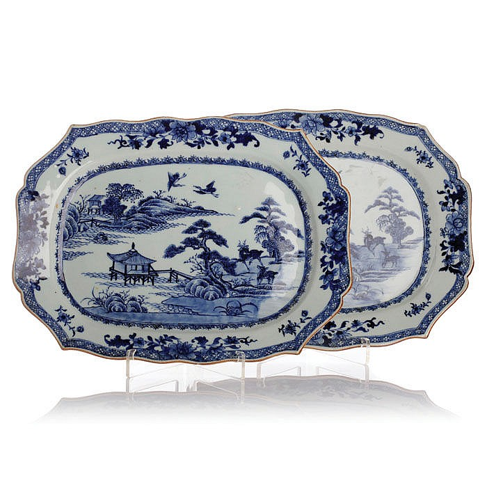 Pair of platters in Chinese porcelain, Guangzhou
