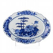 Cut out platter 'lotus' in Chinese porcelain, Qianlong