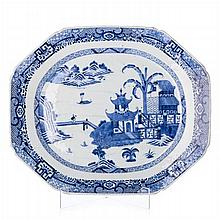 Large platter in Chinese porcelain, Qianlong