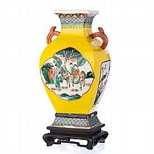 Vase 'reserves with figures' in Chinese porcelain, Guangxu