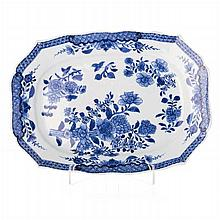 Cut out platter in Chinese porcelain, Qianlong