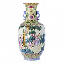 Vase with figures in Chinese porcelain, Republic