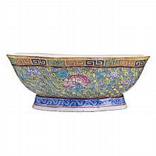 Small cut out bowl with flowers in Chinese porcelain, Tongzhi