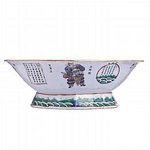 Cut out bowl 'figures and characters' in Chinese porcelain, Tongzhi