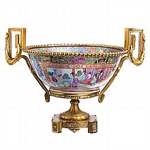 Punch bowl 'mandarin' in Chinese porcelain with bronze monture