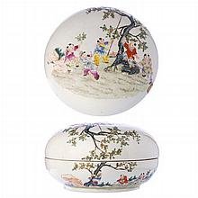 Box with lid in Chinese porcelain, Minguo