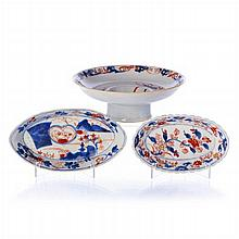 Pair of olive dishes and bowl in Chinese porcelain, Kangxi