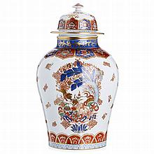 'Oriental' vase in porcelain by Vista Alegre